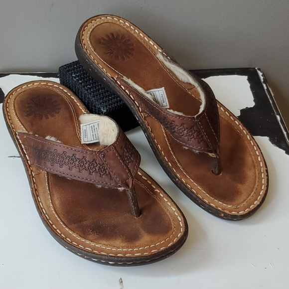UGG Other - Uggs Hammonds Thong Sandal